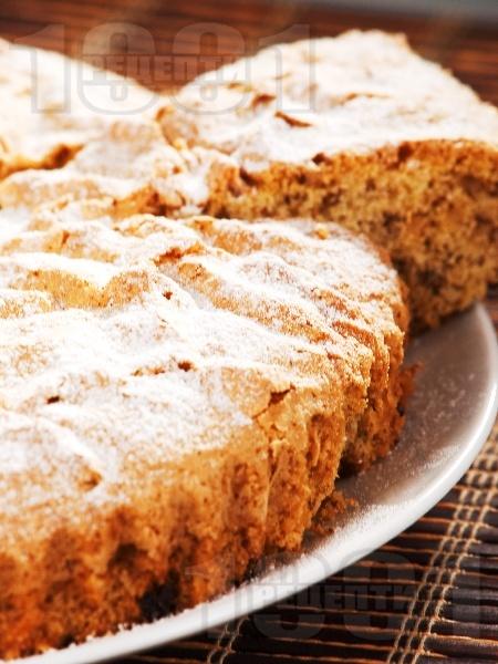 Бърз пухкав кекс с орехи и стафиди (със сода) - снимка на рецептата